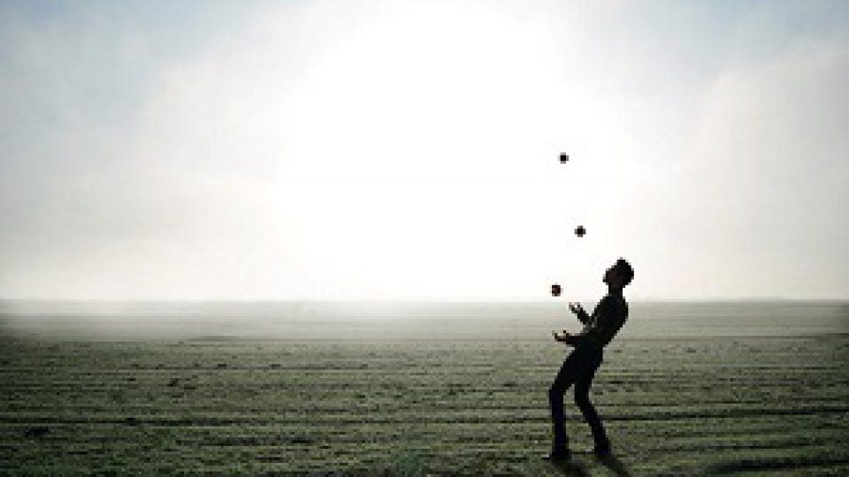 juggler-1216853_1920-1024×658